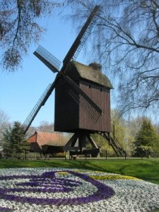 Bockwindmühle im Vogelpark Walsrode Birgit Winter/pixelio.de