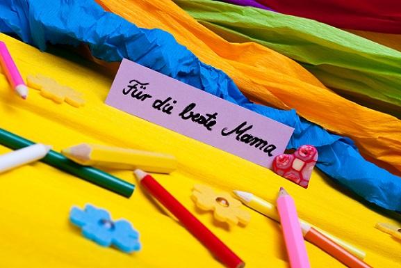 Krepp-Papier in gewünschten Farben