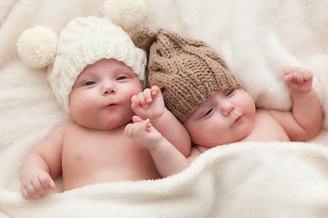 Dass Mamas zu schnell reagieren, mag erst einmal komisch klingen, denn schließlich soll man sein Baby nicht weinen lassen. Das ist auch richtig so. Allerdings reagieren viele Eltern in der Nacht schon bei kleinen Geräuschen. (#02)
