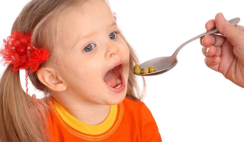 Tipp: Machen Sie das Essen nicht zum Hauptthema. Interessanterweise haben Forscher herausgefunden, dass Kinder weit weniger anfällig auf Essen reagieren als gefürchtet. (#01)