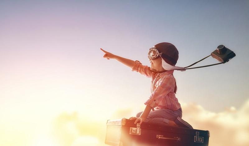 Um beim Fliegen mit Kleinkind alles richtig zu machen, sollten Eltern eine Checkliste anfertigen. (#4)