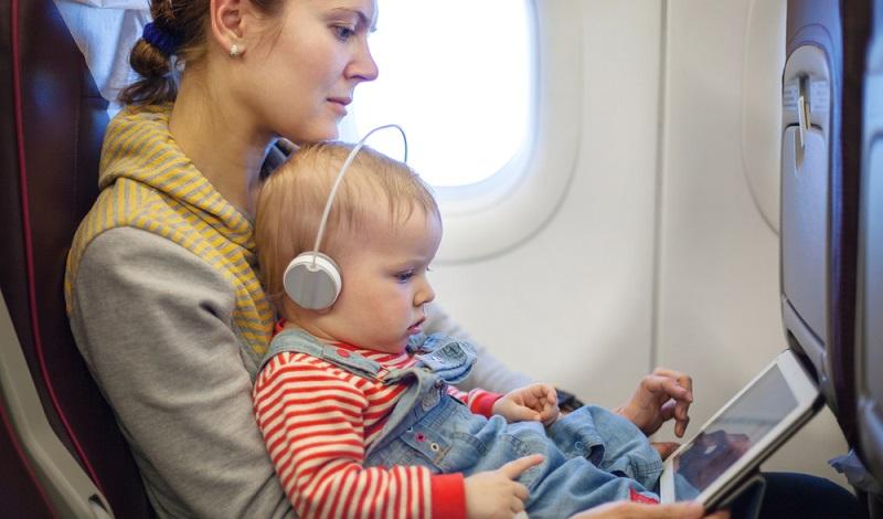 Jede Mutter freut sich, wenn man mit dem Kind im Flugzeug sitzt und der Nachwuchs beschäftigt ist. (#3)