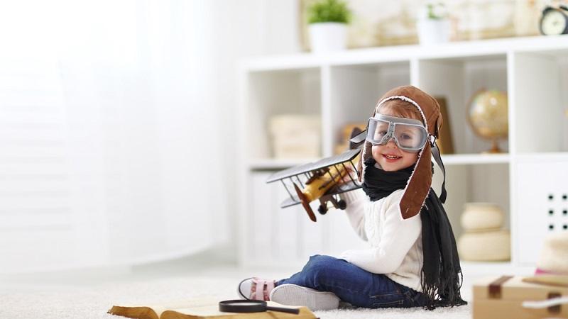 Oberster Wunsch der Eltern beim Flug mit Kindern ist die größtmögliche Ablenkung der Kleinen von Stress oder Langeweile. (#1)