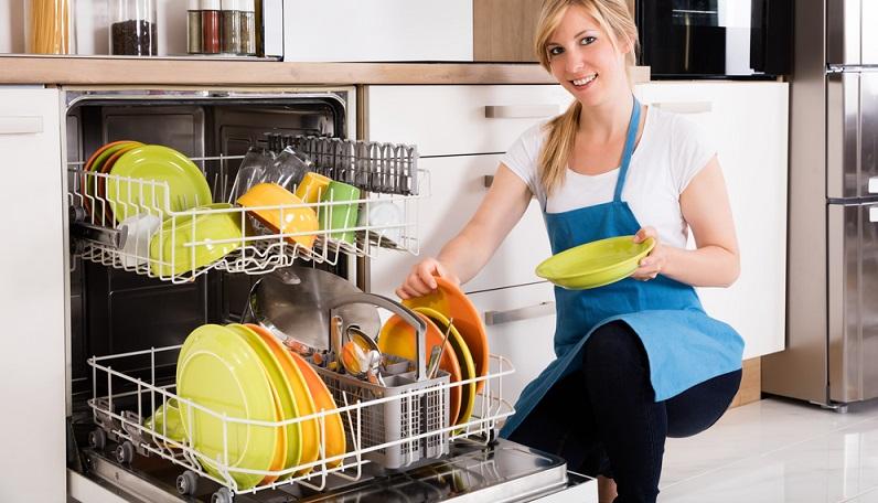 Spätestens, wenn das Kind etwas größer ist und selber ständig Teller und Besteck schmutzig macht, werden die Eltern den Wert einer Spülmaschine schätzen lernen.