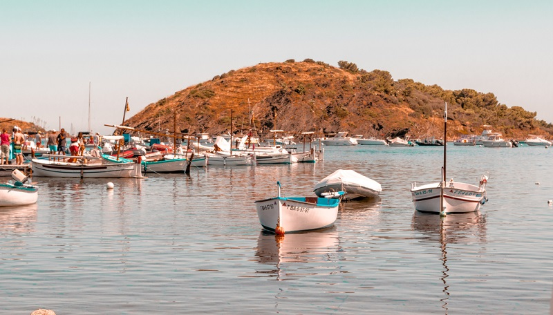 Nur 15 km südlich von Frankreich liegt die schöne Stadt Figueres, rund 20 km westlich vom Mittelmeer. Die uralte Stadt ist vor allem für kulturbegeisterte Familien interessant.