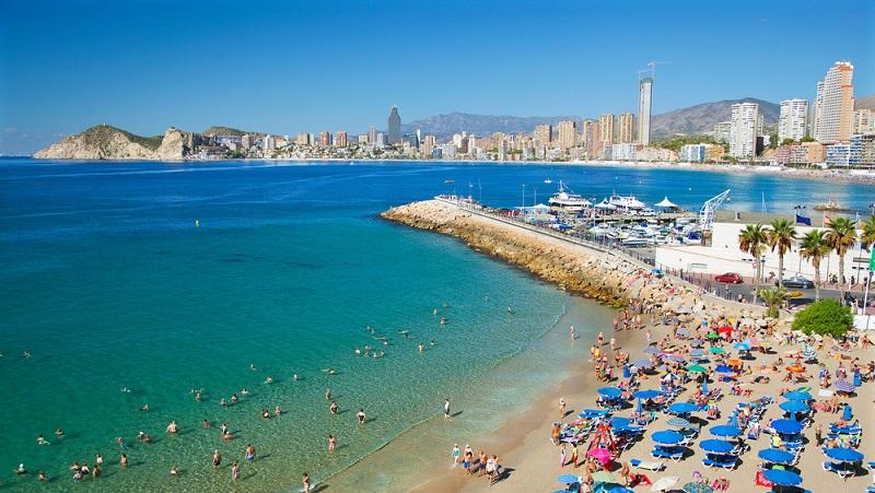"""Jetzt stellt sich nur noch die Frage """"Wohin""""? Es gibt eine sehr große Auswahl in den Sommermonaten: Europa lockt mit herrlichen Temperaturen an Land und im Wasser.(#01)"""