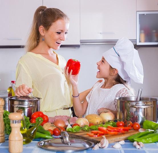 Kinder helfen super gern, wenn man sie auch noch zu kleinen Küchenchefs motieren ist die Freude um so größer