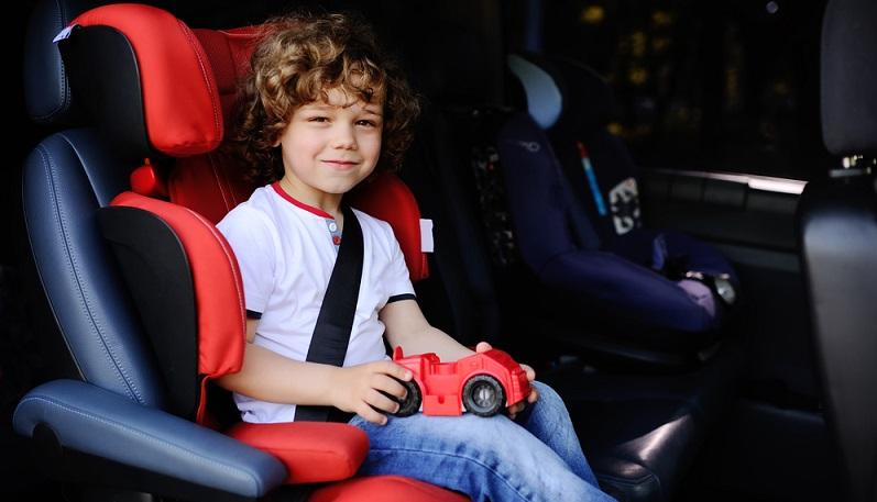 Gerade bei Autofahrten fällt es oft schwer, die Langeweile zu bekämpfen. Die Kinder haben keine Möglichkeit, sich großartig zu bewegen, und fühlen sich vom Gurt gefesselt. (#01)