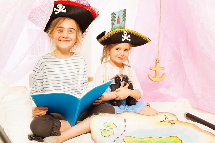 Was ist stimmiger als Pirat spielen, wenn die Kinder auf dem Kreuzfahrtschiff Urlaub machen
