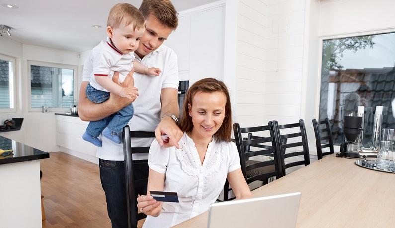 Nach dem Mutterschaftsurlaub gehen die meisten jungen Eltern in Elternzeit und beziehen für die Dauer dieses Zeitraums Elterngeld. (#02)