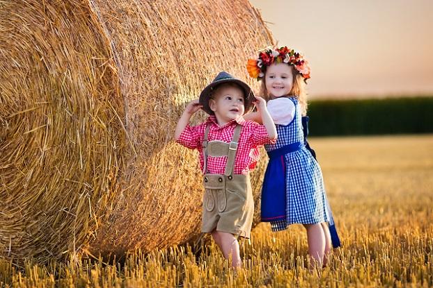 Oftmals schließen sich regionale Landwirte zusammen, die Freude daran haben, Kindern das Leben auf dem Land und die bäuerliche Kultur näherzubringen.(#04)