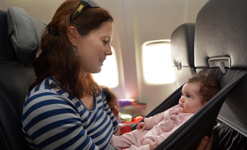 Viele Reisen mit Kleinkindern gehen auch in ferne Länder. Ziele, wie die USA oder Australien, Neuseeland oder Thailand stehen ganz oben auf der Liste.  (Foto: Shutterstock-ChameleonsEye)