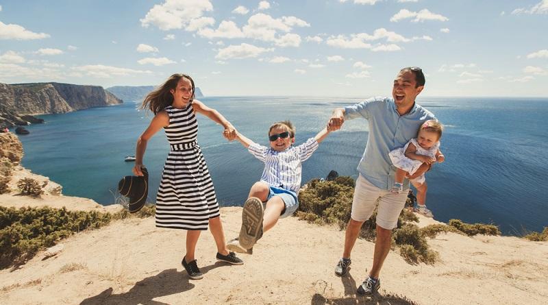 Wohin reisen mit einem Baby oder Kleinkind?  (Foto: Shutterstock-_Studio Peace )