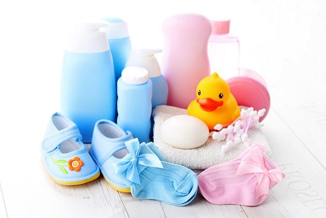 Der zu häufige Einsatz von Babypflegeprodukten sollte außerdem aus dem Grund vermieden werden, da viele Produkte bestimmte chemische Stoffe enthalten, die aufgrund der geringen Mengen nicht unbedingt deklariert werden müssen. (#03)