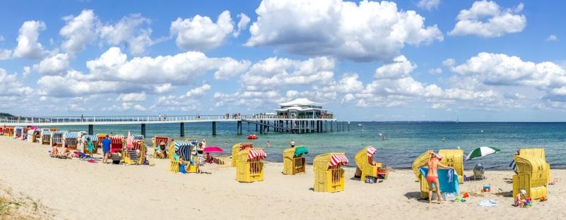 Die schleswig-holsteinische Gemeinde (ca. 20 000 Einwohner) zählt u.a. aufgrund ihres wunderschönen, riesigen Strands zu den schönsten Küstenorten Deutschlands.