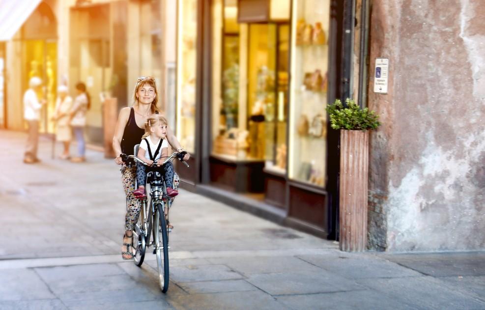 Leihfahrräder stehen an vielen Stellen in Cervia bereit. Es ist eine gute Idee für die ganze Familie, mit dem Fahrrad von der Unterkunft zum Ziel des Tages zu gelangen. Außerdem hält Radeln fit. (#3)