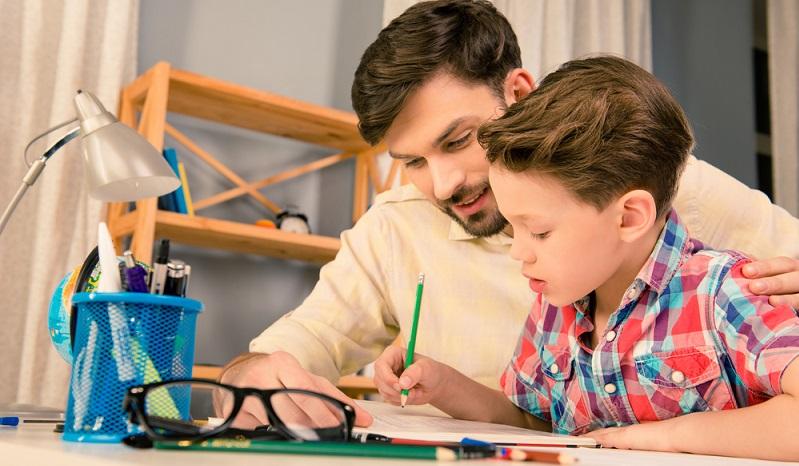 Viele Kinder können schon lesen und schreiben sowie in Grundzügen rechnen, wenn sie in die Schule kommen. (#02)