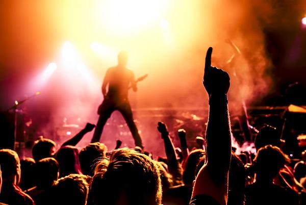Im Vordergrund stehen die Themen, die den langhaarigen Rocker beschäftigen.(#01)