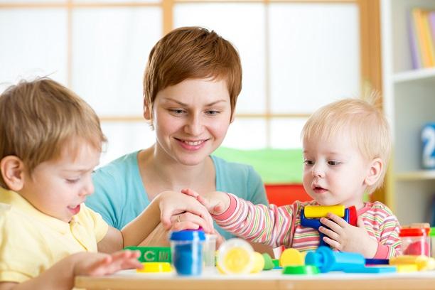 Die richtigen Spielsachen für Kinder sollten die Kleinen zum intensiven Spielen und zum Einsatz der Fantasie anregen.(#05)