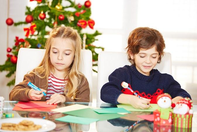 Gerade in dem Alter, in dem Kinder noch an den Weihnachtsmann oder das Christkind glauben, ist das Schreiben des Wunschzettels ein festes Ritual in der Adventszeit. (#02)