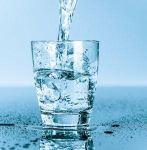 Das deutsche Leitungswasser ist von hervorragender Qualität. (#04)